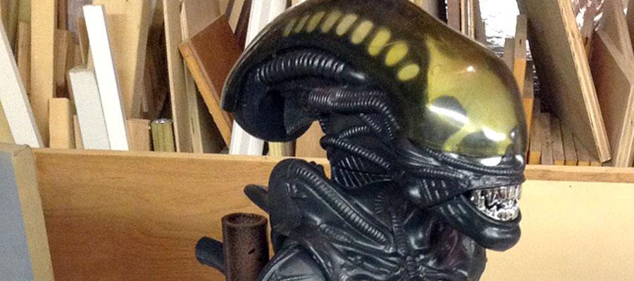 Kenner Alien figure stand diorama