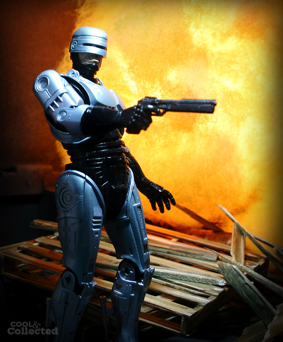 neca-robocop-action-figure-2